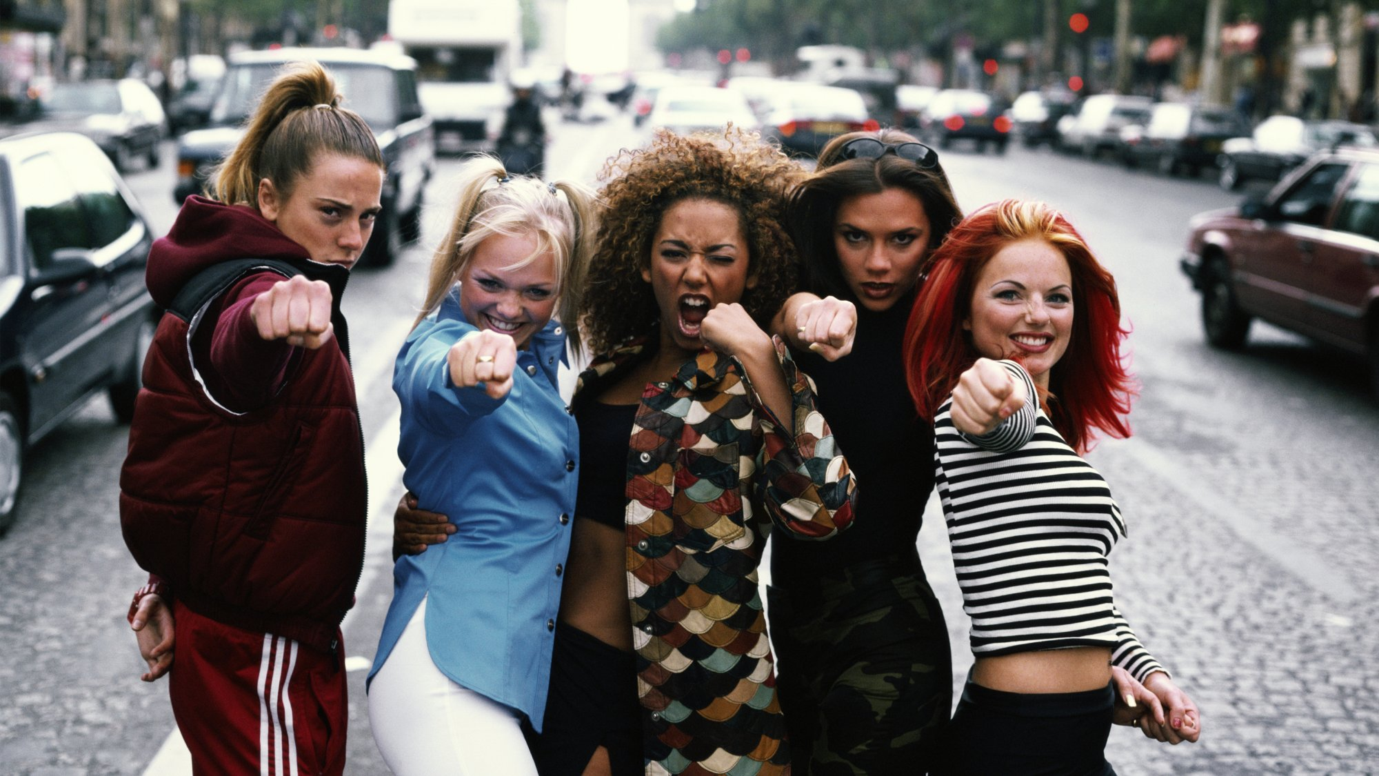 204c1435817 YASSSS: de Spice Girls komen éénmalig terug - &C